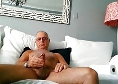 SEXUAL SEX APPEAL OLDER DAD SHOOTS A NICE LOAD