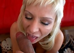 Isabella Rossa fingers her snatch and additionally shows her cock-sucking sklills