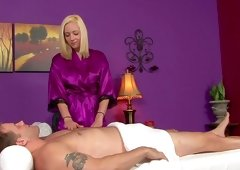 Masseuse blond Rylie Richman gives a blowjob