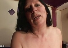 Squirting housewife mama goes nuts