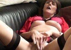 Mature sub rubs her wet pierced box